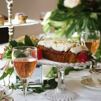 Cake And Fizz Table Decoration