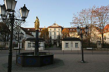 375px Bad Wurzach Schloss Und Stadtbrunnen